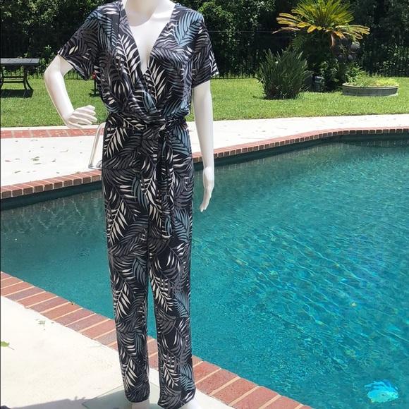 Sandiva palm print,short sleeve, v-neck jumpsuit